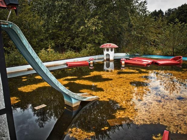 Cảnh hoang tàn đầy ma mị như phim kinh dị của công viên nước bị chìm vào quên lãng suốt 12 năm vì phá sản - Ảnh 27.