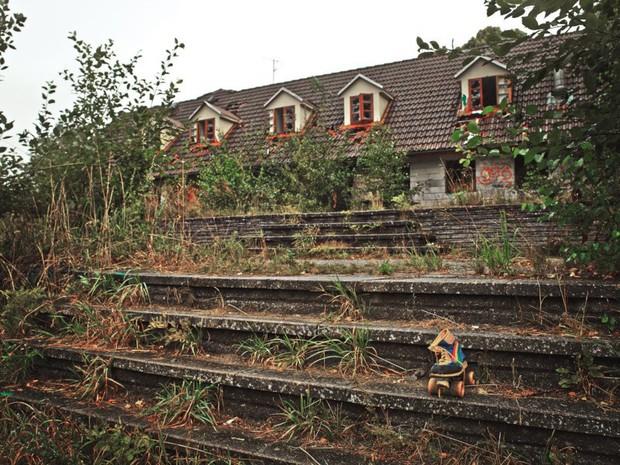 Cảnh hoang tàn đầy ma mị như phim kinh dị của công viên nước bị chìm vào quên lãng suốt 12 năm vì phá sản - Ảnh 4.