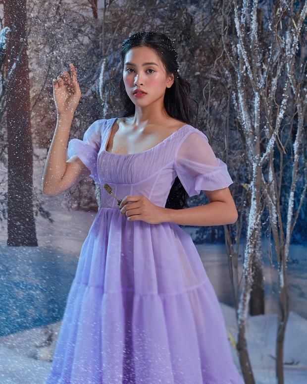 Hoa hậu Tiểu Vy xinh như công chúa trong buổi ra mắt Kẹp Hạt Dẻ và Bốn Vương Quốc - Ảnh 13.
