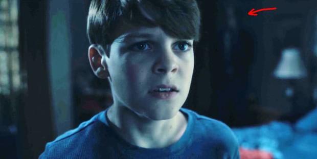 Căng cả mắt để đếm ma trong phim siêu kinh dị The Haunting of Hill House - Ảnh 2.