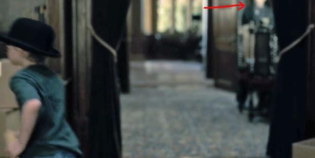 Căng cả mắt để đếm ma trong phim siêu kinh dị The Haunting of Hill House - Ảnh 16.