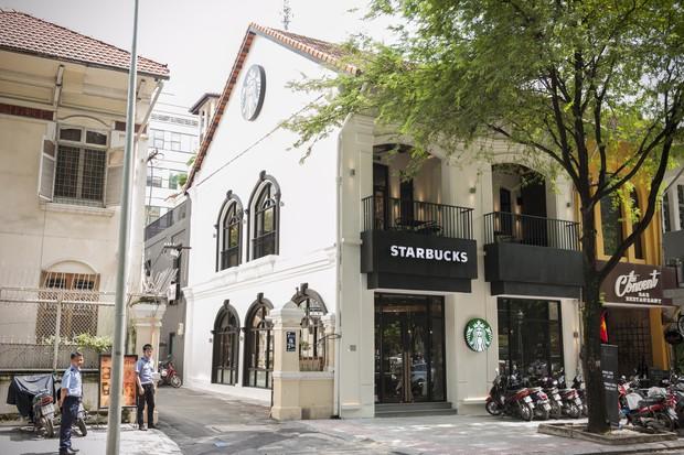 Khách mất Macbook gần 40 triệu tại cửa hàng Starbucks ở Sài Gòn, Giám đốc truyền thông lên tiếng: Chúng tôi không cố tình bao che kẻ trộm - Ảnh 1.