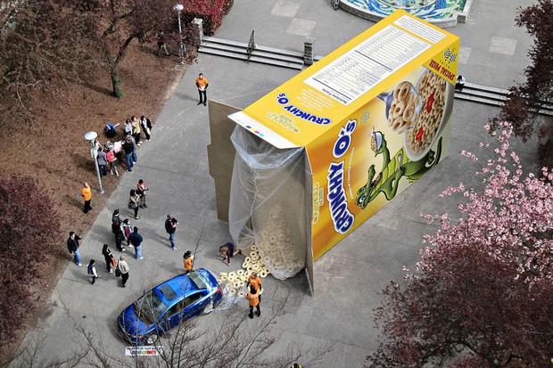 Những biển quảng cáo đường phố xứng đáng được gọi là tác phẩm nghệ thuật sắp đặt - Ảnh 16.