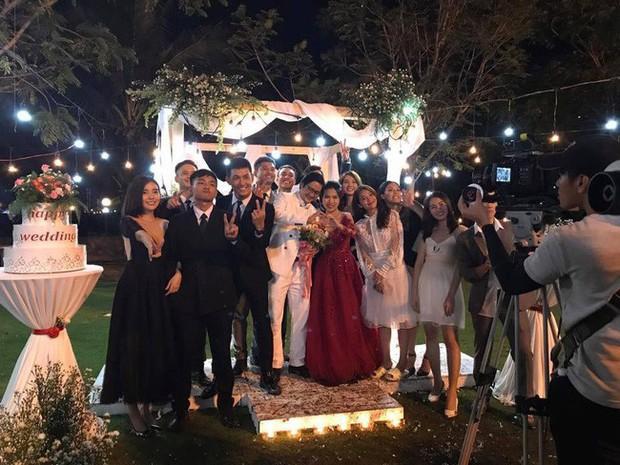 Lộ cảnh đám cưới Hậu duệ mặt trời bản Việt: Khả Ngân rất đẹp nhưng thứ khó hiểu nhất lại ở... chân cô! - Ảnh 3.