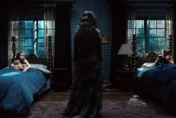 Vừa công chiếu chưa được bao lâu, đạo diễn The Haunting of Hill House đã công bố thông tin về phần 2, câu chuyện về nhà Crain sẽ kết thúc ở phần 1 - Ảnh 2.