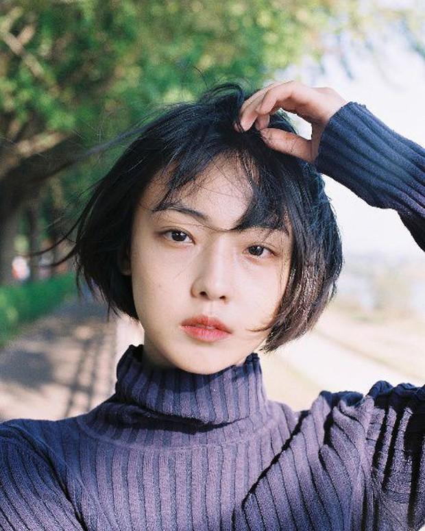 Nhan sắc, thần thái ấn tượng chẳng kém cạnh Song Hye Kyo của bạn gái cũ Park Bo Gum - Ảnh 2.