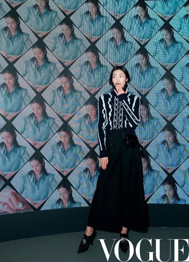 """Muốn nâng trình mix đồ, hãy nhìn cách Dương Mịch, Liu Wen, Lý Thuần, Đường Nghệ Hân """"chặt chém"""" khi diện 1 chiếc áo len - Ảnh 4."""