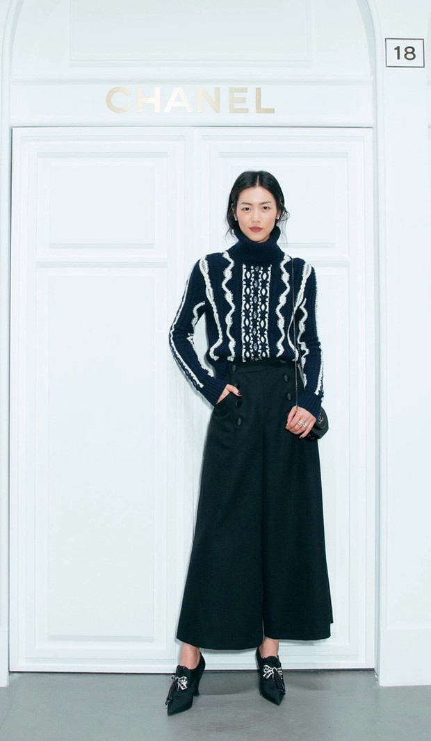"""Muốn nâng trình mix đồ, hãy nhìn cách Dương Mịch, Liu Wen, Lý Thuần, Đường Nghệ Hân """"chặt chém"""" khi diện 1 chiếc áo len - Ảnh 3."""