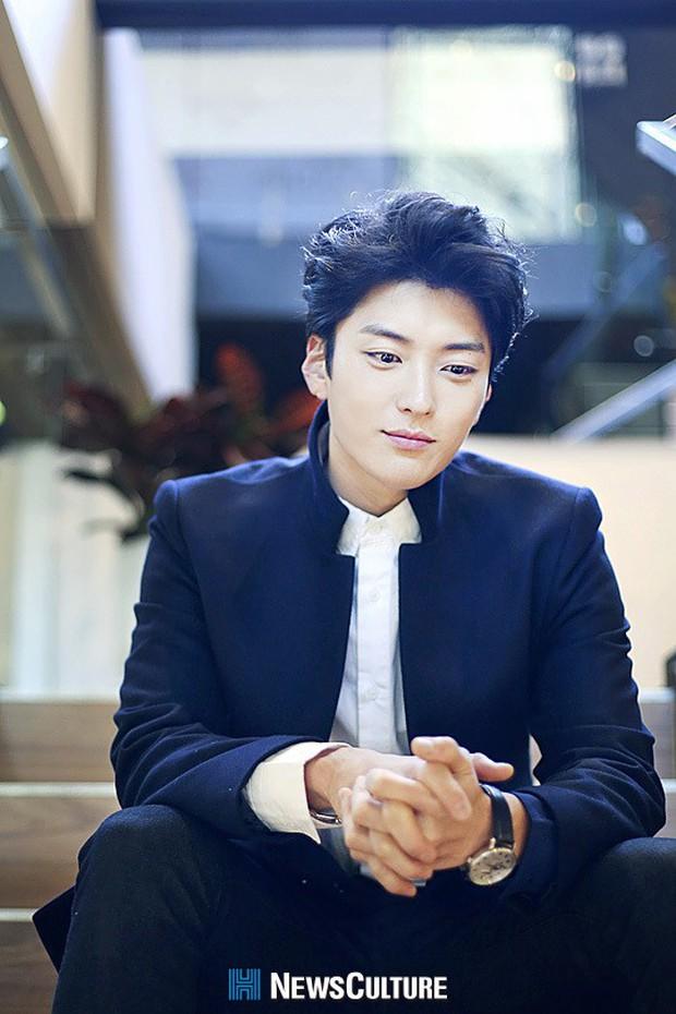 Dậy sóng vì chồng cũ đẹp trai như idol của Song Hye Kyo: U40 mà hack tuổi khó tin, mỗi tội đã có vợ được 4 năm - Ảnh 11.