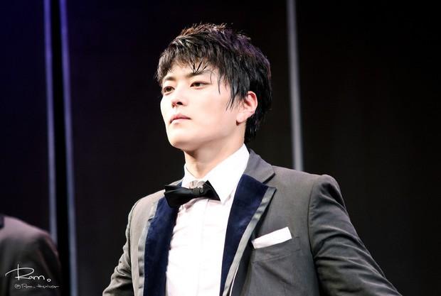 Dậy sóng vì chồng cũ đẹp trai như idol của Song Hye Kyo: U40 mà hack tuổi khó tin, mỗi tội đã có vợ được 4 năm - Ảnh 13.