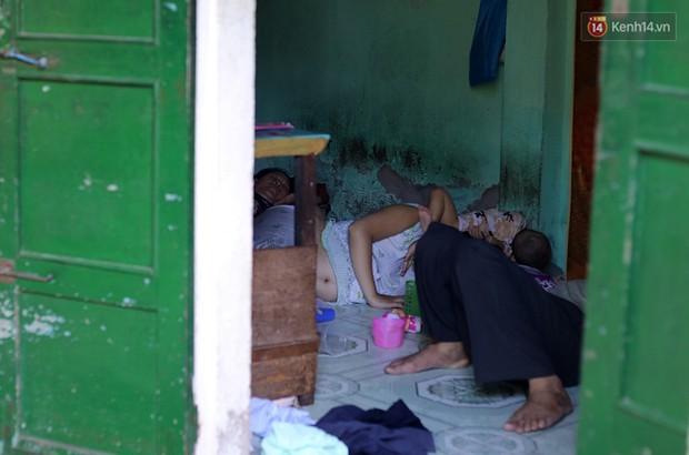 Chùm ảnh: Khu ổ chuột của hơn 15.000 người sống treo trên di sản thế giới ở Kinh thành Huế - Ảnh 6.