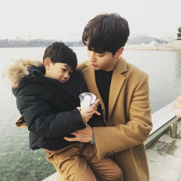 Dậy sóng vì chồng cũ đẹp trai như idol của Song Hye Kyo: U40 mà hack tuổi khó tin, mỗi tội đã có vợ được 4 năm - Ảnh 10.