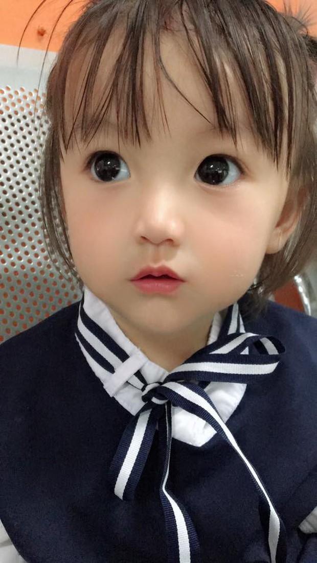 Bé gái có gương mặt xinh như búp bê Barbie trở thành ngôi sao MXH Thái Lan - Ảnh 10.