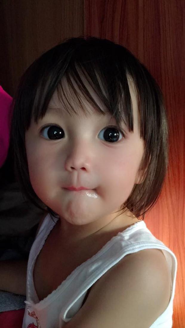 Bé gái có gương mặt xinh như búp bê Barbie trở thành ngôi sao MXH Thái Lan - Ảnh 11.