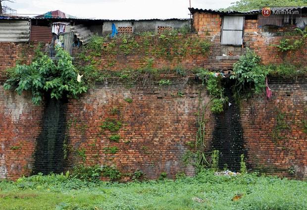 Chùm ảnh: Khu ổ chuột của hơn 15.000 người sống treo trên di sản thế giới ở Kinh thành Huế - Ảnh 11.