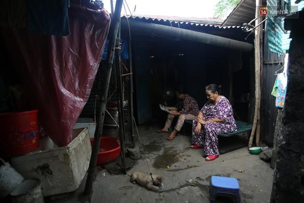 Chùm ảnh: Khu ổ chuột của hơn 15.000 người sống treo trên di sản thế giới ở Kinh thành Huế - Ảnh 16.