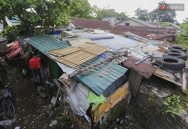 Chùm ảnh: Khu ổ chuột của hơn 15.000 người sống treo trên di sản thế giới ở Kinh thành Huế - Ảnh 2.