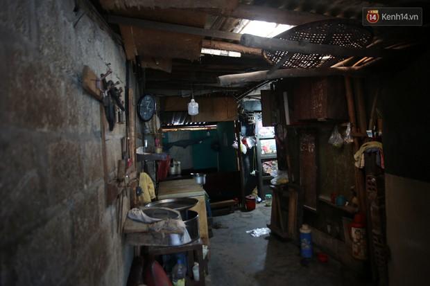 Chùm ảnh: Khu ổ chuột của hơn 15.000 người sống treo trên di sản thế giới ở Kinh thành Huế - Ảnh 5.