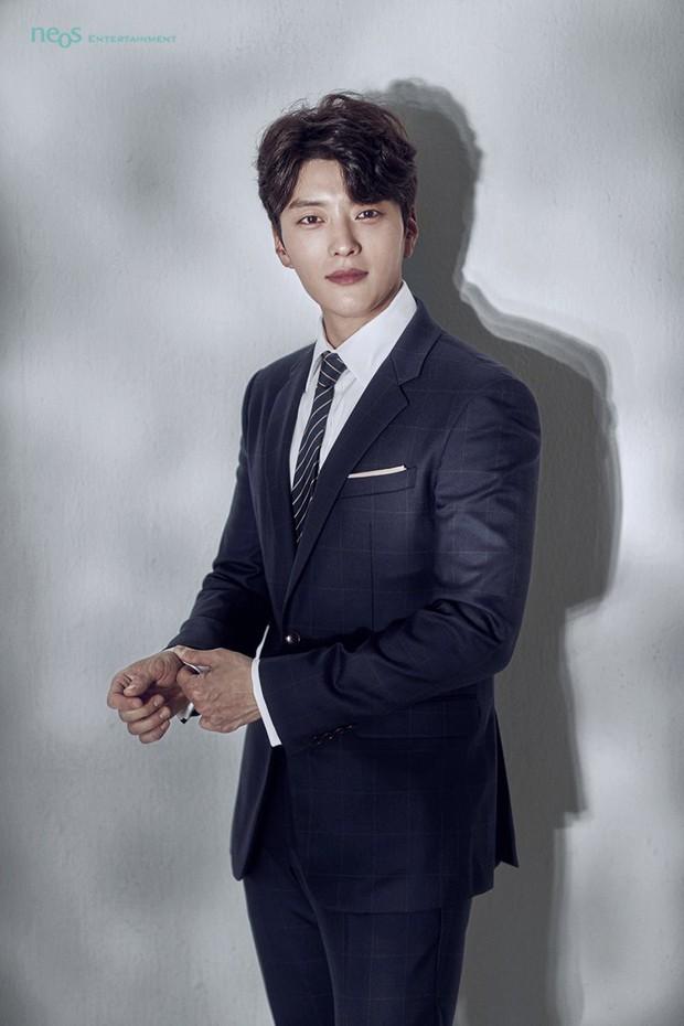 Dậy sóng vì chồng cũ đẹp trai như idol của Song Hye Kyo: U40 mà hack tuổi khó tin, mỗi tội đã có vợ được 4 năm - Ảnh 4.