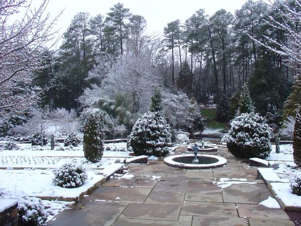 Đã mắt ngắm ngôi trường Đại học đẹp như lâu đài cổ tích dưới trời tuyết trắng xóa - Ảnh 11.