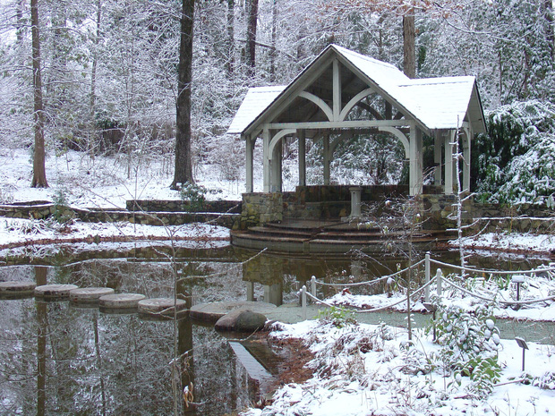 Đã mắt ngắm ngôi trường Đại học đẹp như lâu đài cổ tích dưới trời tuyết trắng xóa - Ảnh 12.