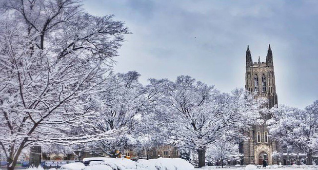Đã mắt ngắm ngôi trường Đại học đẹp như lâu đài cổ tích dưới trời tuyết trắng xóa - Ảnh 5.