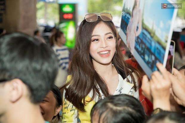 Hoa hậu Tiểu Vy ra tận sân bay đón Phương Nga trở về nước sau hành trình tại Miss Grand International 2018 - Ảnh 8.