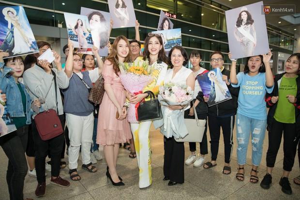 Hoa hậu Tiểu Vy ra tận sân bay đón Phương Nga trở về nước sau hành trình tại Miss Grand International 2018 - Ảnh 12.