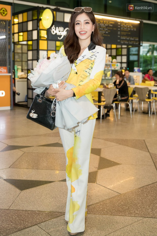 Hoa hậu Tiểu Vy ra tận sân bay đón Phương Nga trở về nước sau hành trình tại Miss Grand International 2018 - Ảnh 1.