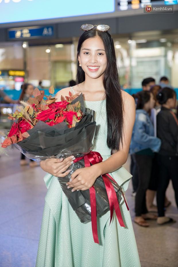 Hoa hậu Tiểu Vy ra tận sân bay đón Phương Nga trở về nước sau hành trình tại Miss Grand International 2018 - Ảnh 9.