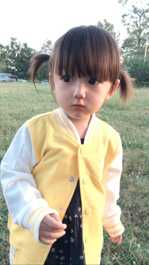 Bé gái có gương mặt xinh như búp bê Barbie trở thành ngôi sao MXH Thái Lan - Ảnh 5.