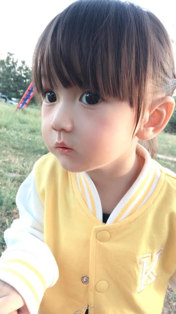 Bé gái có gương mặt xinh như búp bê Barbie trở thành ngôi sao MXH Thái Lan - Ảnh 6.
