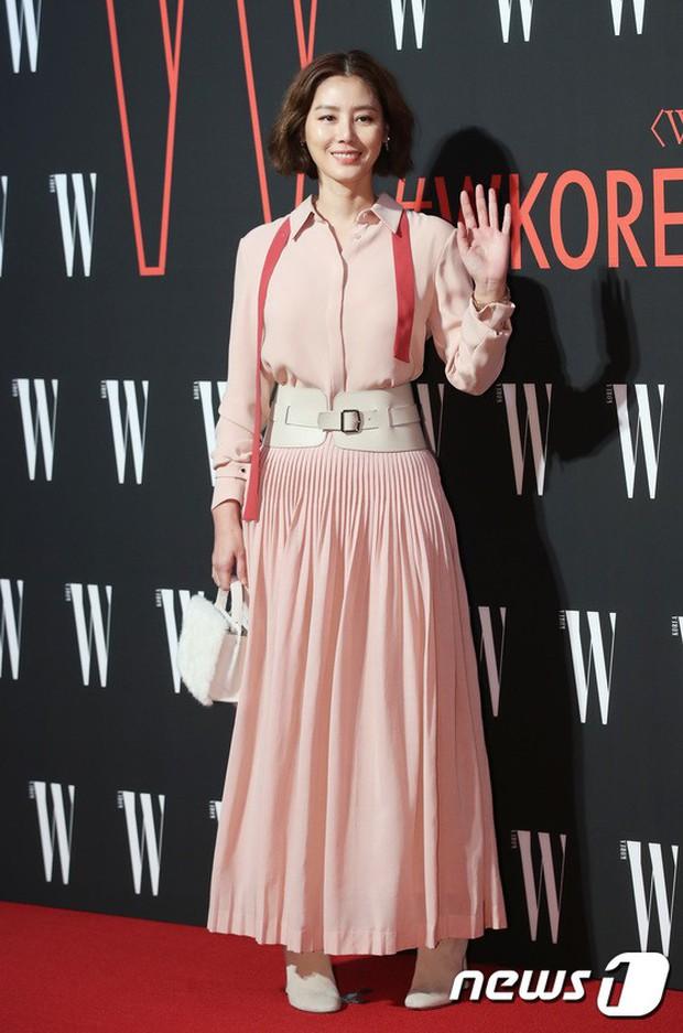 Siêu sự kiện hội tụ 40 sao hạng A: Lee Dong Wook quá xuất sắc, Kim Hee Sun, SNSD dẫn đầu đoàn mỹ nhân mặc thảm họa - Ảnh 15.