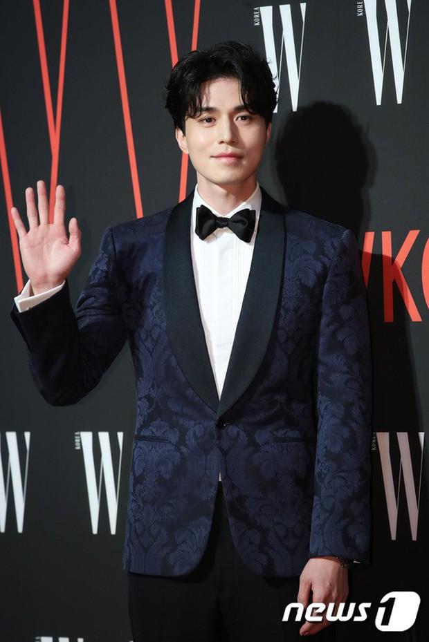 Siêu sự kiện hội tụ 40 sao hạng A: Lee Dong Wook quá xuất sắc, Kim Hee Sun, SNSD dẫn đầu đoàn mỹ nhân mặc thảm họa - Ảnh 2.