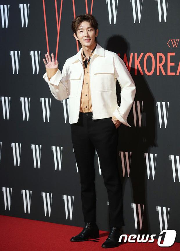 Siêu sự kiện hội tụ 40 sao hạng A: Lee Dong Wook quá xuất sắc, Kim Hee Sun, SNSD dẫn đầu đoàn mỹ nhân mặc thảm họa - Ảnh 5.