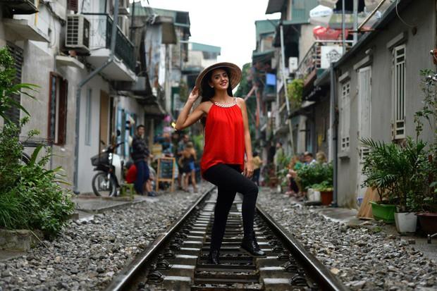 Tuyến đường sắt Hà Nội hot trên báo nước ngoài - Ảnh 1.