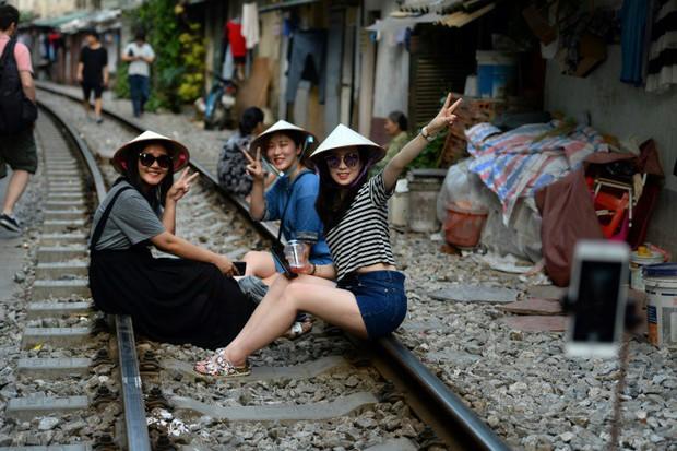 Tuyến đường sắt Hà Nội hot trên báo nước ngoài - Ảnh 3.