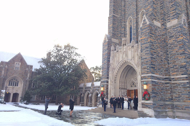 Đã mắt ngắm ngôi trường Đại học đẹp như lâu đài cổ tích dưới trời tuyết trắng xóa - Ảnh 22.