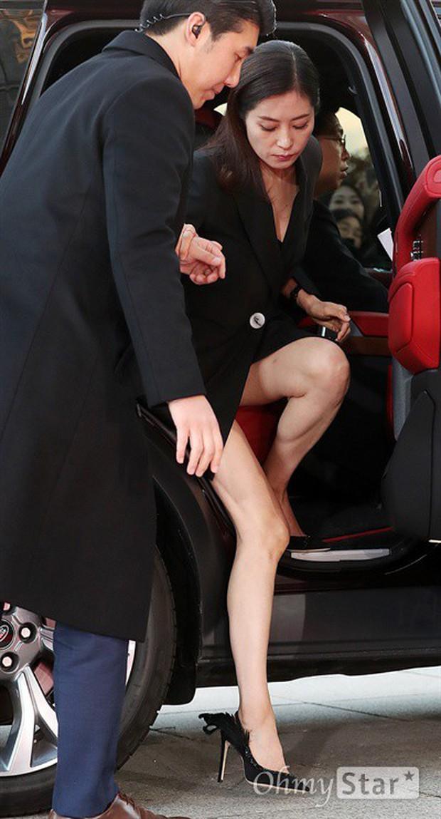 4 khoảnh khắc gây bão tại The Seoul Awards: Son Ye Jin tít mắt vì ôm tình tin đồn, Jung Hae In thay đổi hẳn sau phốt - Ảnh 18.