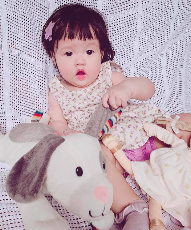 """Khoe khoảnh khắc cực đáng yêu của con gái, Đặng Thu Thảo hạnh phúc tiết lộ: """"Lần đầu chị ấy gọi ba"""" - Ảnh 2."""