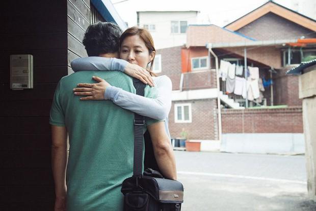Tháng 11 phòng vé Hàn Quốc chào đón Yoo Ah In và Kim Hye Soo - Ảnh 7.