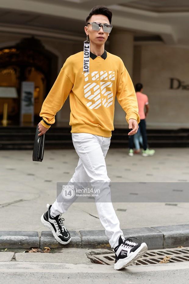 Street style ngày cuối VIFW: giới trẻ lên đồ đơn giản với độ ứng dụng cao hơn, các nhóc tì tiếp tục tranh spotlight - Ảnh 12.