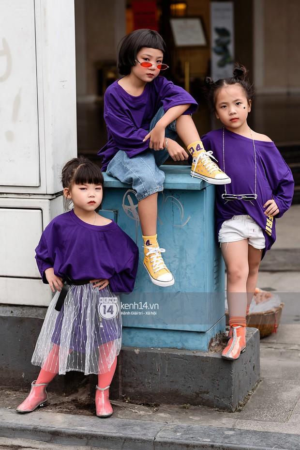 Street style ngày cuối VIFW: giới trẻ lên đồ đơn giản với độ ứng dụng cao hơn, các nhóc tì tiếp tục tranh spotlight - Ảnh 14.