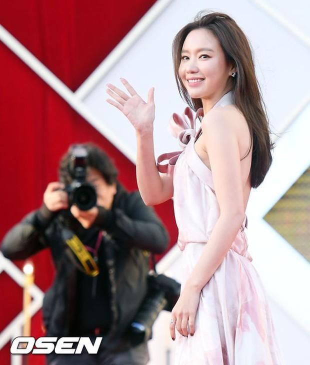 Thảm đỏ khủng nhất 2018: Mỹ nhân SNSD đẹp xuất thần, cặp Chị đẹp tái hợp, mẹ Kim Tan và loạt sao U50 hở bạo - Ảnh 13.