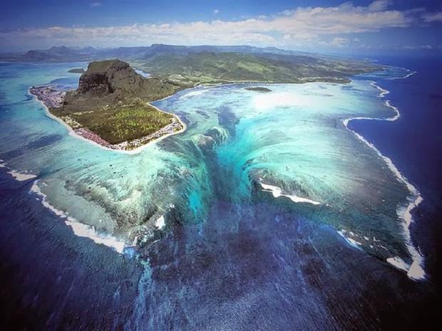 Thác nước ngầm trong lòng đại dương: Khổng lồ hơn cả Victoria - thác trên cạn lớn nhất thế giới - Ảnh 1.