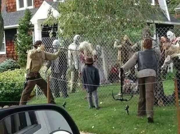 20 cách trang trí nhà cửa dịp Halloween khiến bọn trẻ phải khóc thét khi đến xin kẹo - Ảnh 14.