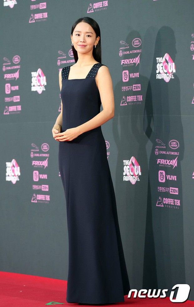 Thảm đỏ khủng nhất 2018: Mỹ nhân SNSD đẹp xuất thần, cặp Chị đẹp tái hợp, mẹ Kim Tan và loạt sao U50 hở bạo - Ảnh 30.