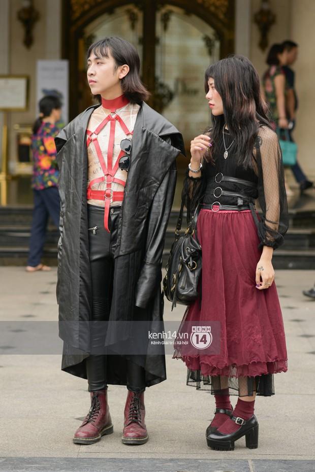 Street style ngày cuối VIFW: giới trẻ lên đồ đơn giản với độ ứng dụng cao hơn, các nhóc tì tiếp tục tranh spotlight - Ảnh 9.