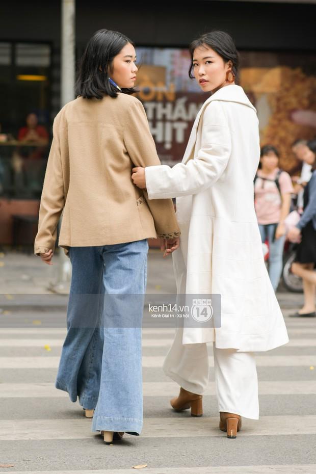 Street style ngày cuối VIFW: giới trẻ lên đồ đơn giản với độ ứng dụng cao hơn, các nhóc tì tiếp tục tranh spotlight - Ảnh 2.