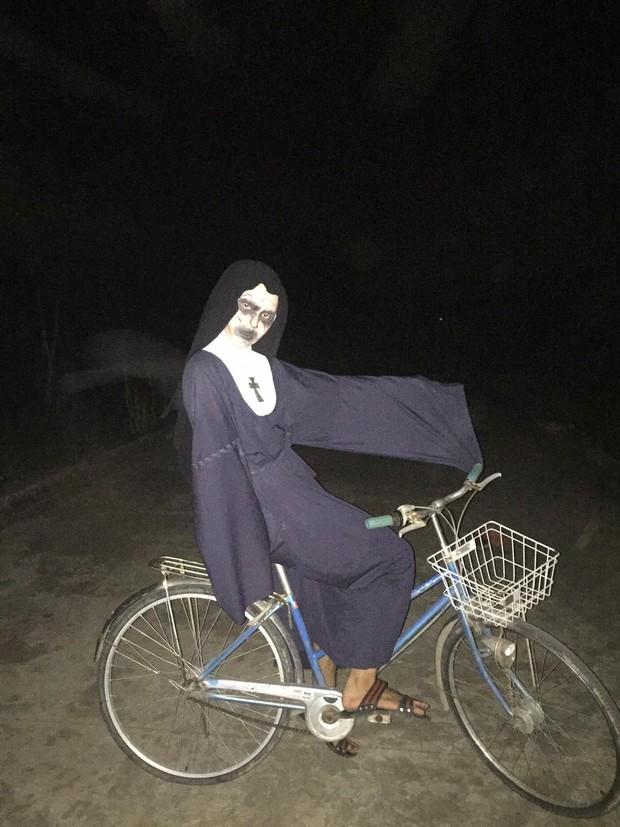 Lầy như học sinh, hóa thân thành Valak với những tố chất có 1 không 2: Hát hay, thích selfie và thích đi xe đạp điện - Ảnh 4.